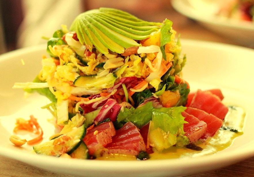 Sashimi Tuna Salad (by YWphotography)