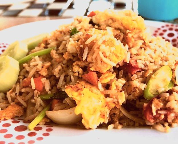 khao pad pak (by mamuangsuk)